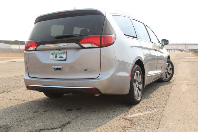 Picture of 2018 Chrysler Pacifica Hybrid, gallery_worthy