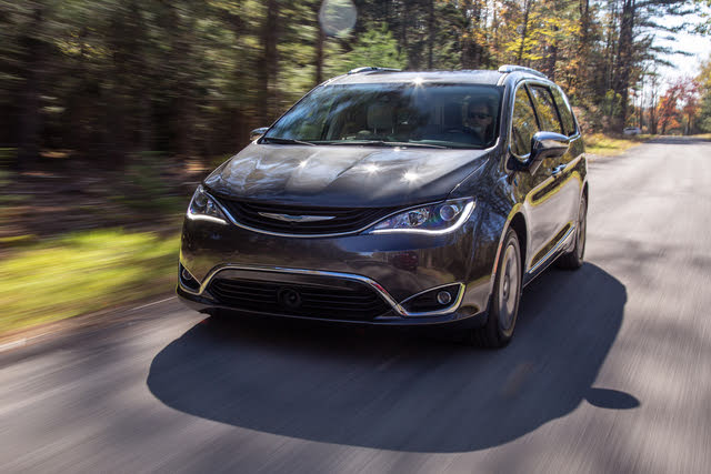2018 Chrysler Pacifica Hybrid driving