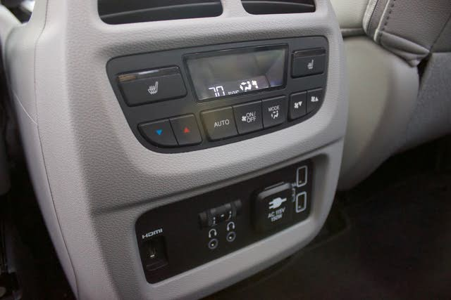 Second row controls of the 2019 Honda Pilot, interior, gallery_worthy