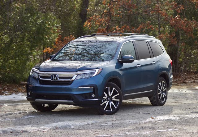 Front 3/4 of the 2019 Honda Pilot