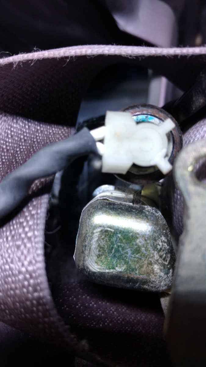 Chrysler PT Cruiser Questions - Seat belt connector - CarGurus