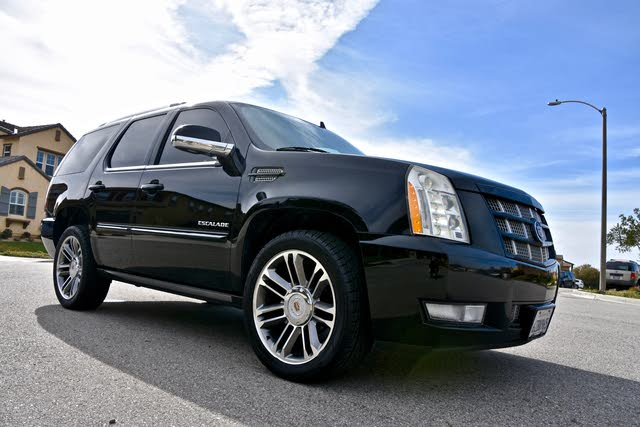 Foto de un 2013 Cadillac Escalade Platinum RWD