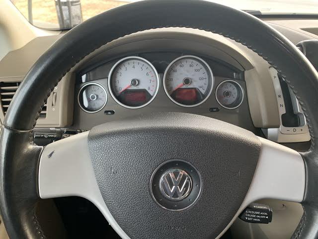 Picture of 2010 Volkswagen Routan SE, interior, gallery_worthy
