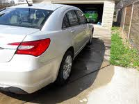 Foto de un 2011 Chrysler 200 LX Sedan FWD, exterior, gallery_worthy