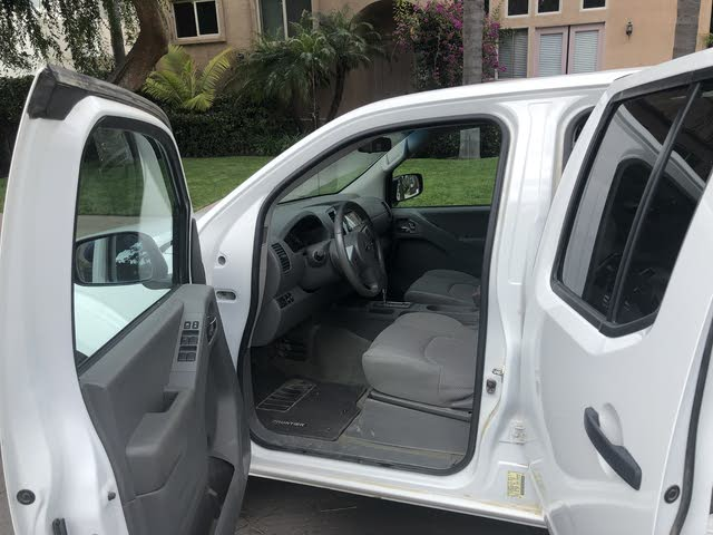 Picture of 2017 Nissan Frontier SL Crew Cab 4WD, interior, gallery_worthy