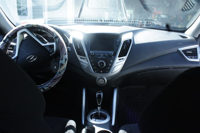 Picture of 2017 Hyundai Veloster FWD, interior, gallery_worthy