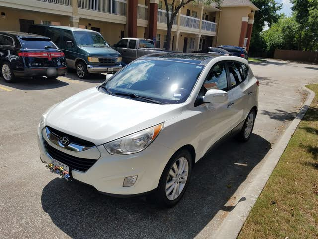 Picture of 2010 Hyundai Tucson Limited AWD