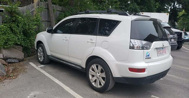 Picture of 2012 Mitsubishi Outlander SE