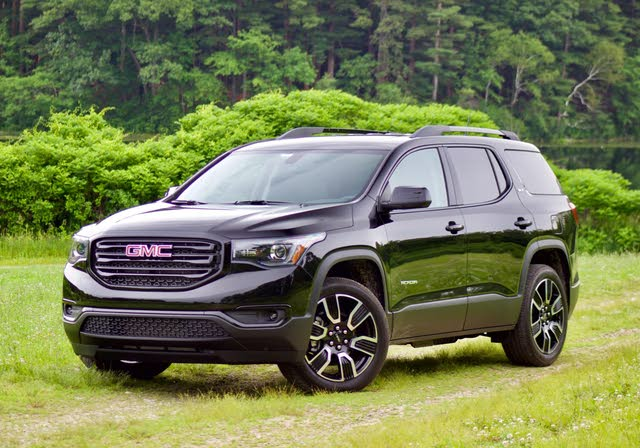 Front 3/4 profile of the 2019 GMC Acadia.