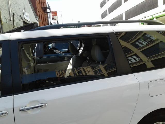 Foto de un 2012 Toyota Sienna XLE 7-Passenger
