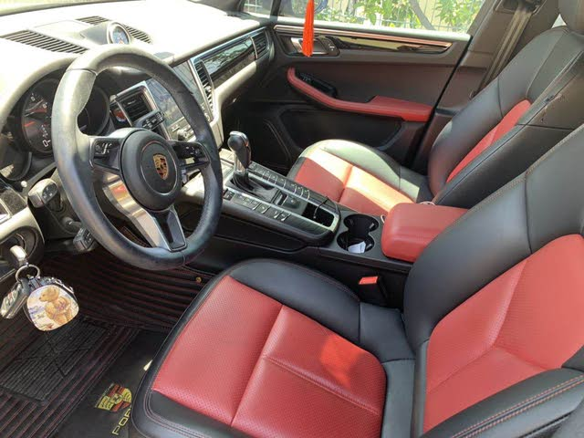 Picture of 2018 Porsche Macan AWD, interior, gallery_worthy