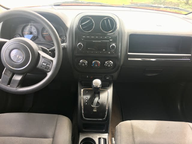 2015 White Jeep Patriot Interior