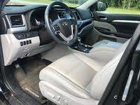 Picture of 2017 Toyota Highlander Hybrid XLE, interior, gallery_worthy
