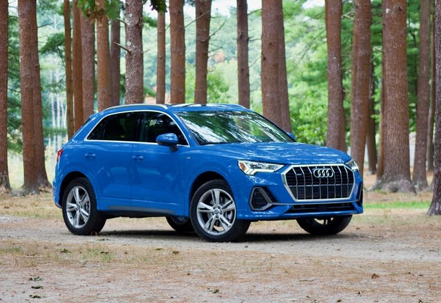 Front 3/4 profile of the 2019 Audi Q3.