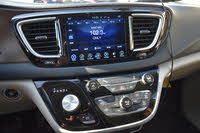 Picture of 2017 Chrysler Pacifica Touring L FWD, interior, gallery_worthy