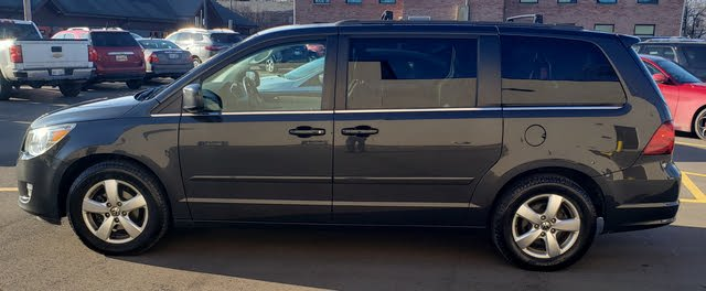 Picture of 2011 Volkswagen Routan SE