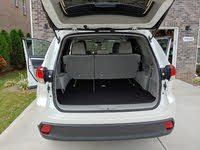 Picture of 2019 Toyota Highlander LE i4 FWD, interior, gallery_worthy