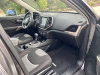 Picture of 2018 Jeep Cherokee Latitude FWD, interior, gallery_worthy