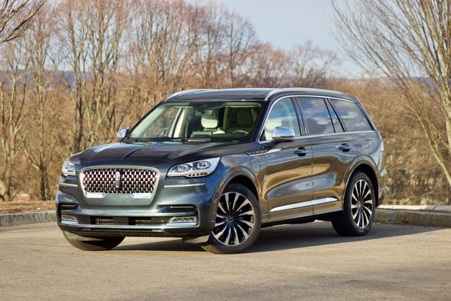 Front 3/4 profile of the 2020 Lincoln Aviator