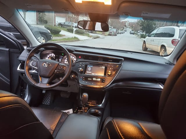 Picture of 2017 Toyota Avalon XLE Plus, interior, gallery_worthy