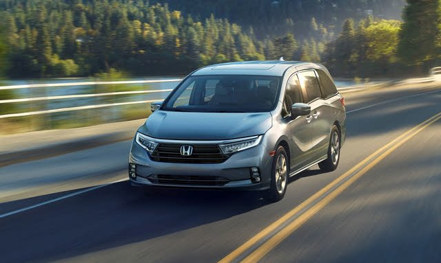 2021 Honda Odyssey front three-quarters view