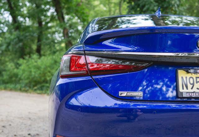 2020 Lexus ES 350 F Sport taillight, gallery_worthy