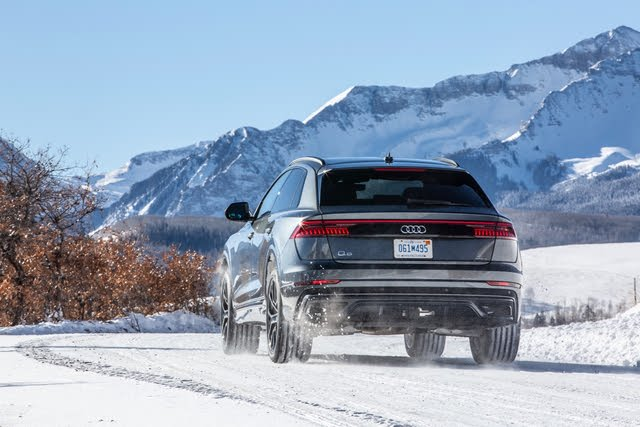 2020 Audi Q8 action