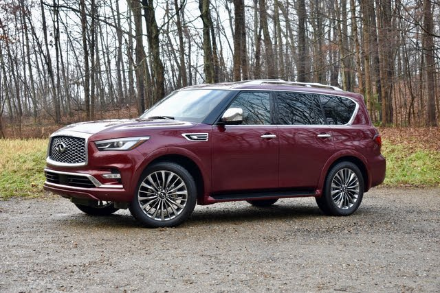 2021 Infiniti QX80 front three quarter