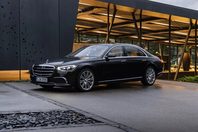 2021 Mercedes-Benz S-Class front three quarter