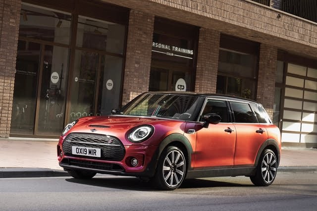 2021 Mini Cooper Clubman front three quarter