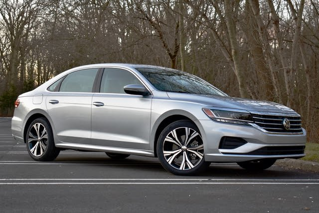 2021 Volkswagen Passat front three quarter