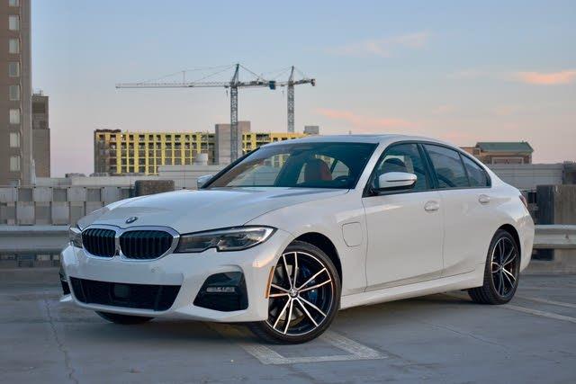 2021 BMW 330e front three quarter